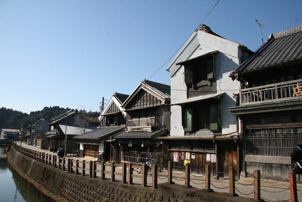 新宿小野川沿い